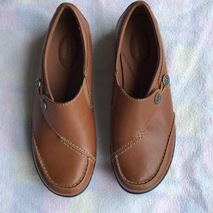 Clarks collection shoes 6w.